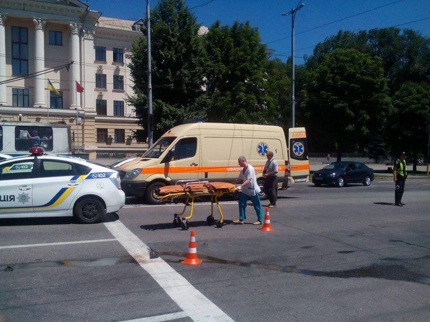 В центре Запорожья - серьезная авария: образовалась большая пробка (ФОТО), фото-2