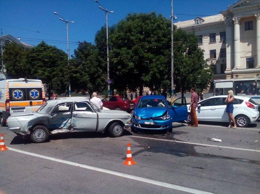 В центре Запорожья - серьезная авария: образовалась большая пробка (ФОТО), фото-6