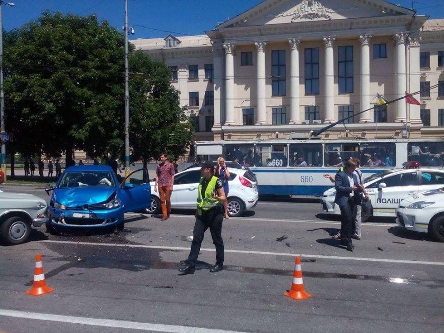 В центре Запорожья - серьезная авария: образовалась большая пробка (ФОТО), фото-4