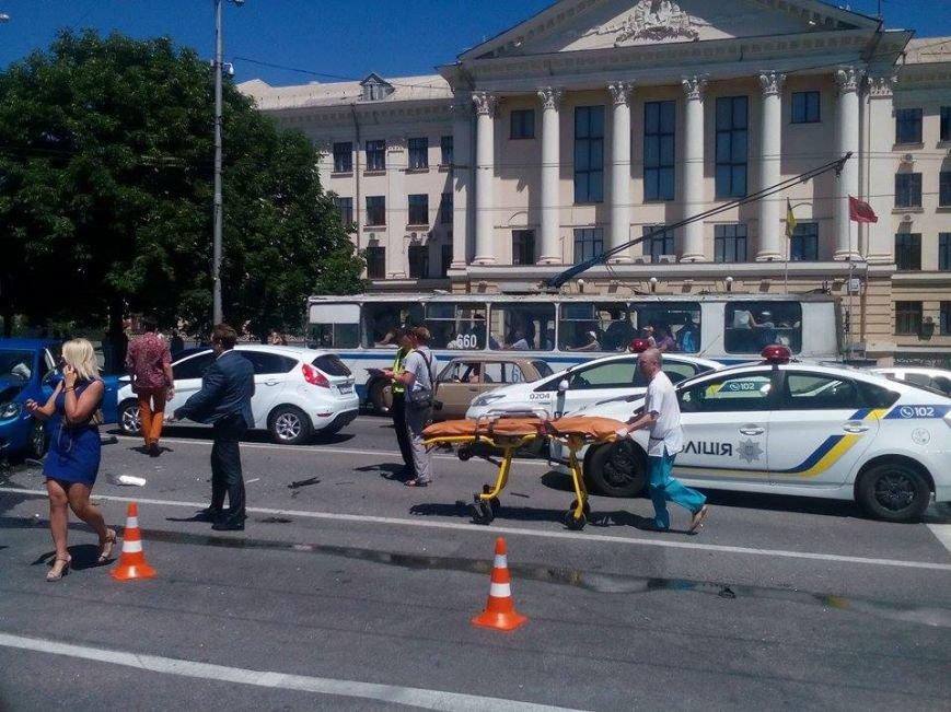 В центре Запорожья - серьезная авария: образовалась большая пробка (ФОТО), фото-1
