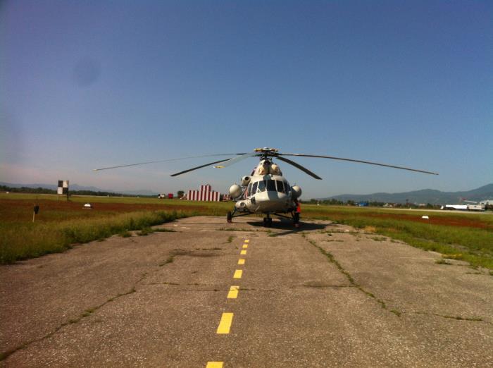 Сахалинским депутатам показали белые кресла в вертолётах для тушения пожаров, фото-6