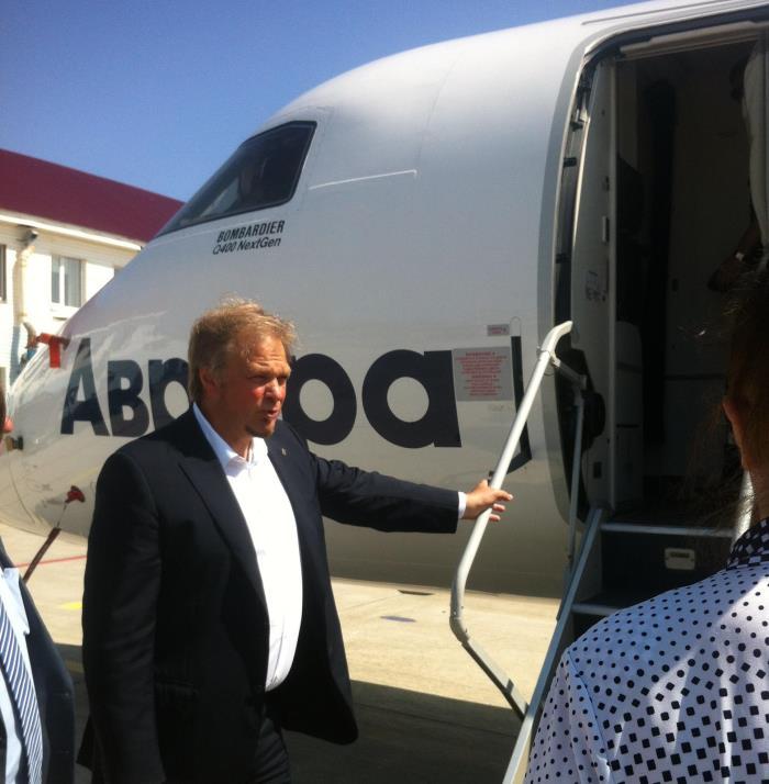 Сахалинским депутатам показали белые кресла в вертолётах для тушения пожаров, фото-2