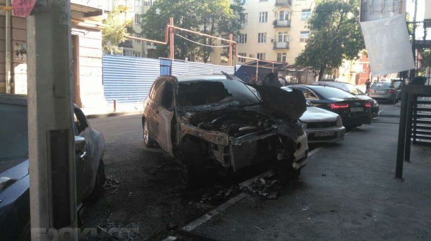 Этой ночью в Ростове сгорели две дорогие иномарки, фото-2