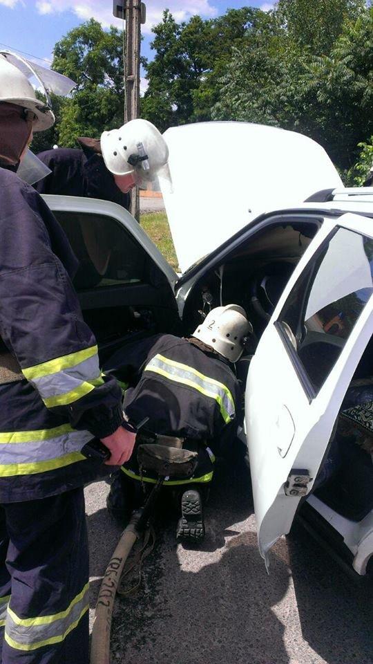 В Кировограде патрульные и спасатели предотвратили уничтожение автомобиля. ФОТО, фото-4