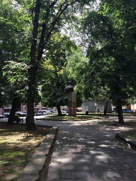 У Львові невідомі знову розмалювали пам'ятник Степану Тудору (ФОТО), фото-1