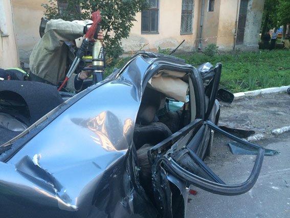 З'явилися моторошні фотографії із місця ДТП у Золочеві, де загинуло троє людей (ФОТО), фото-1