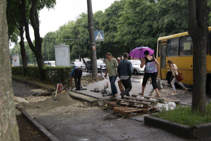 У Тернополі на місці, де стаються жахливі ДТП, пішохідний перехід облаштують шумовими смугами, фото-1