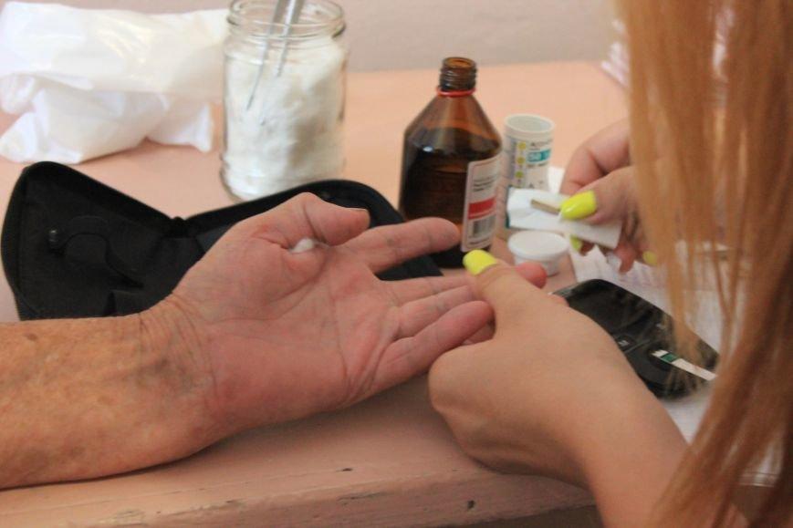 В Бахмуте продолжают свою работу мобильные амбулатории, фото-6