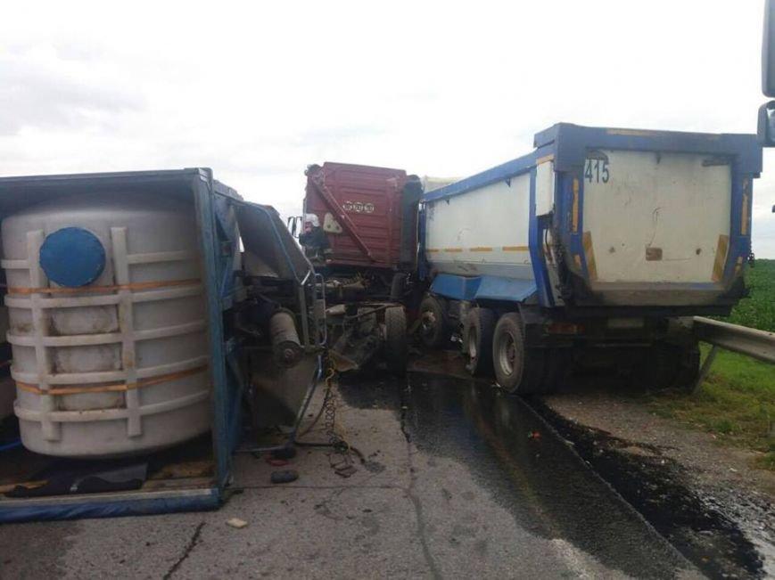 На трасі поблизу Львова перекинулася вантажівка: є постраждалі (ФОТО), фото-2