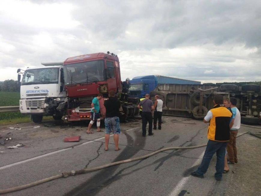 На трасі поблизу Львова перекинулася вантажівка: є постраждалі (ФОТО), фото-1