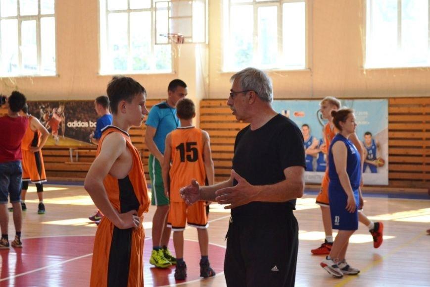 Тренер из Сербии проводит сборы для юных баскетболистов Сахалина, фото-1