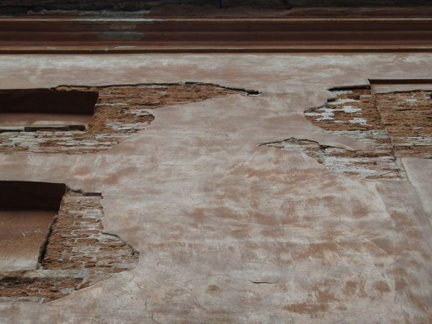 У Львові штукатурка з історичного будинку обвалилася на літню терасу кафе (ФОТО), фото-2