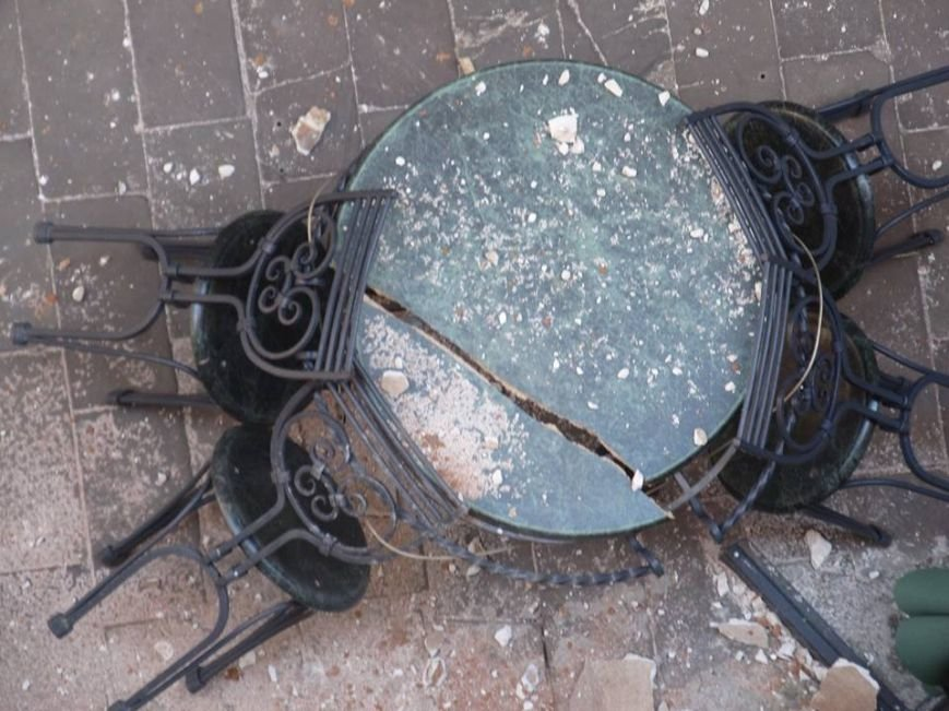 У Львові штукатурка з історичного будинку обвалилася на літню терасу кафе (ФОТО), фото-4