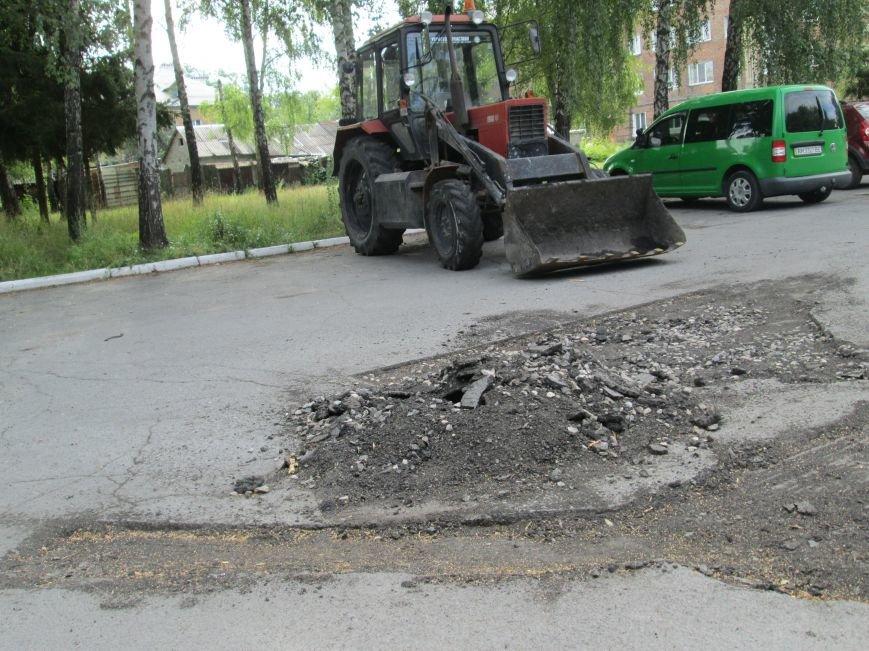 Невже влада звернула увагу на військових? Біля штабу бригади ремонтують дорогу, фото-9