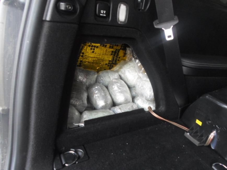 На границе Сумщины задержали женщину, которая везла в авто наркотиков на миллион гривен (ФОТО), фото-3