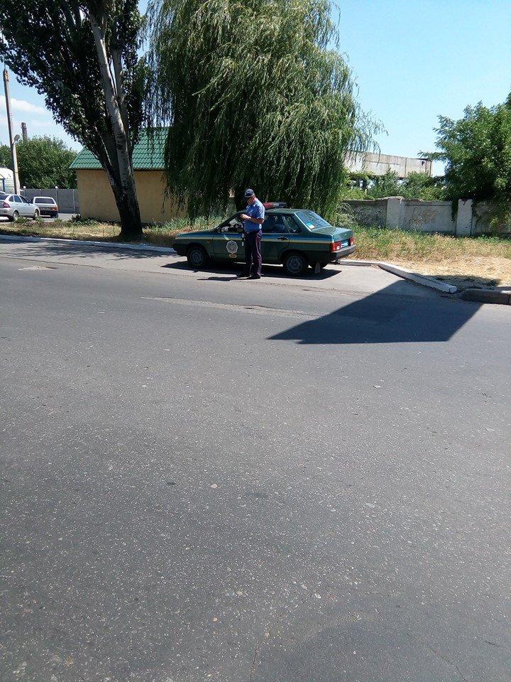 Сотрудники дорожной полиции  Бердянска нашли удобное место для «доения» водителей, фото-1
