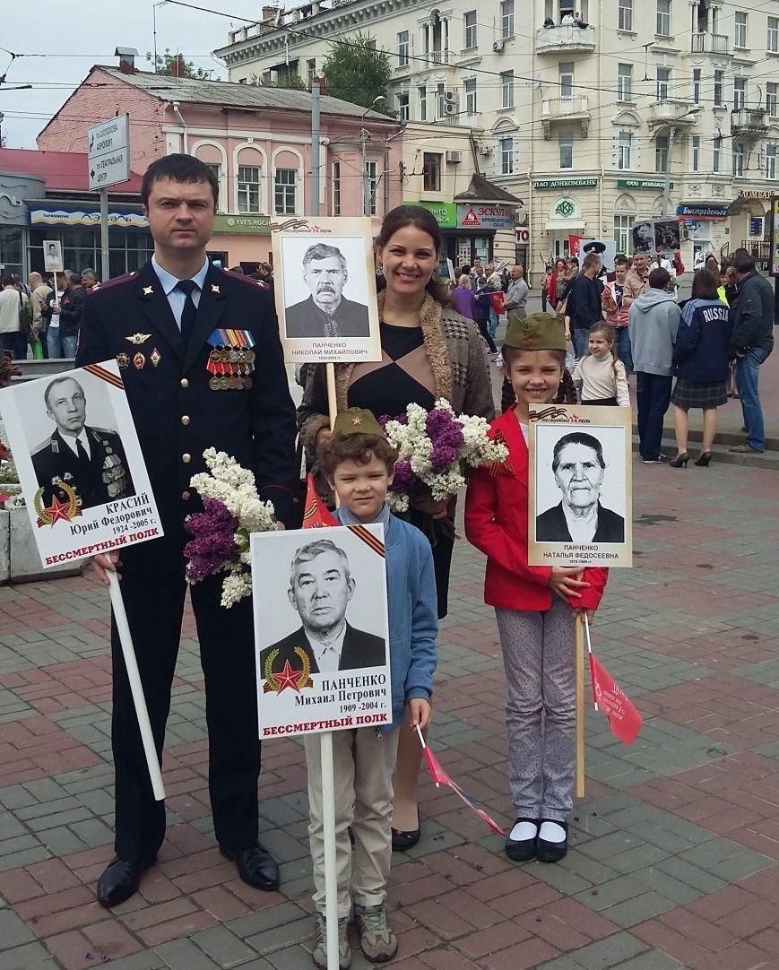 А.Тулкуев с женой и двумя детьми