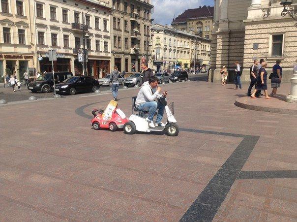 Попри заборону львів'яни вимагають перенести атракціони із площі перед Оперним театром (ФОТО), фото-3