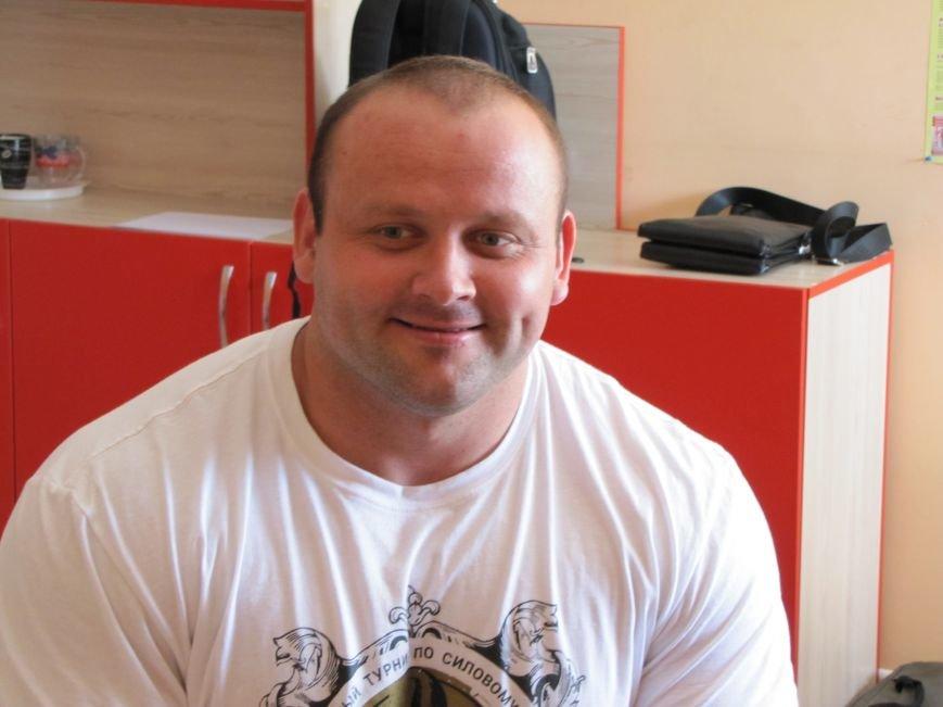 Сильнейшие стронгмены Беларуси и Украины продемонстрировали журналистам свою силу, фото-2