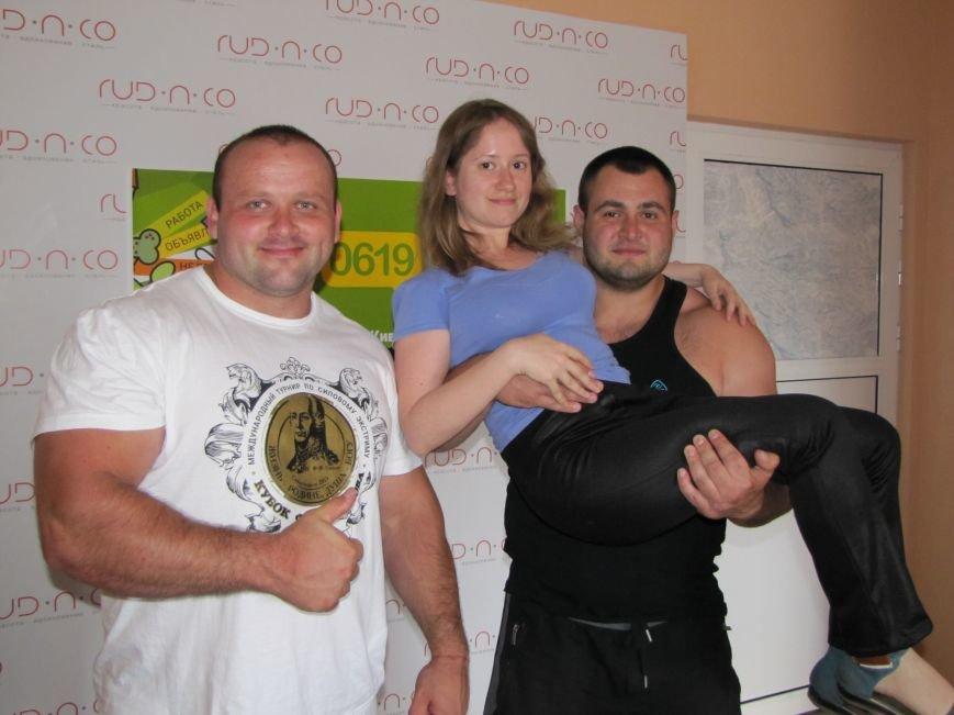 Сильнейшие стронгмены Беларуси и Украины продемонстрировали журналистам свою силу, фото-6