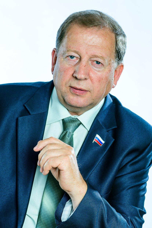 Дермер Б.В., директор ГАПОУ СО ГАЭмТ