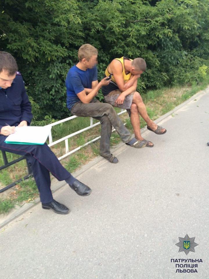 Інспектори патрульної поліції затримали підозрюваних в викраданні авто, фото-2