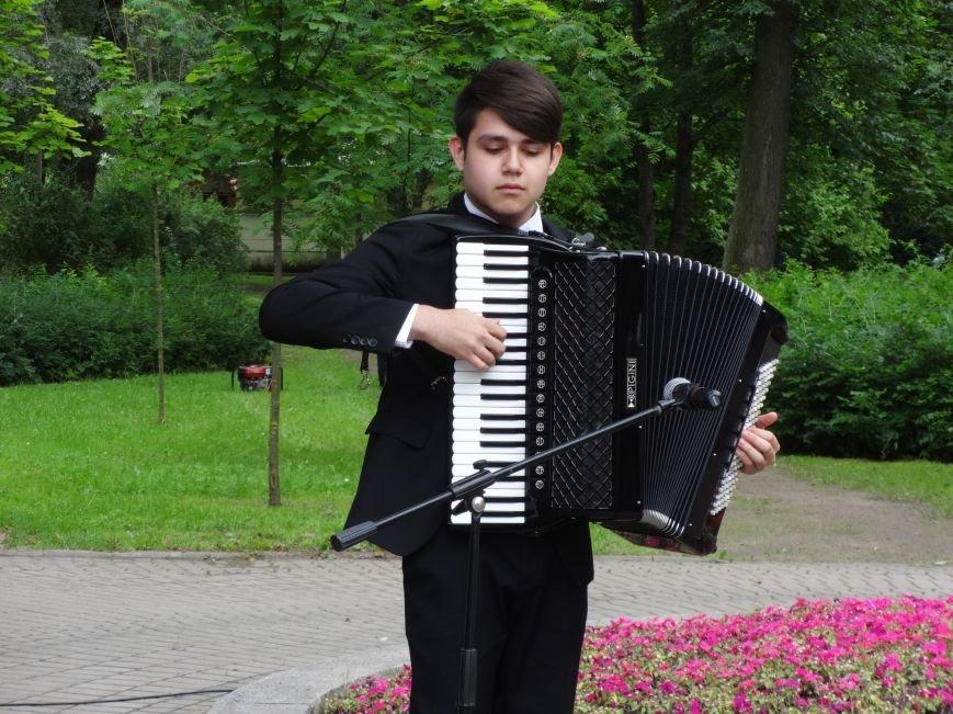 В Павловске состоялась церемония подношения цветов памятнику Штраусу, фото-1