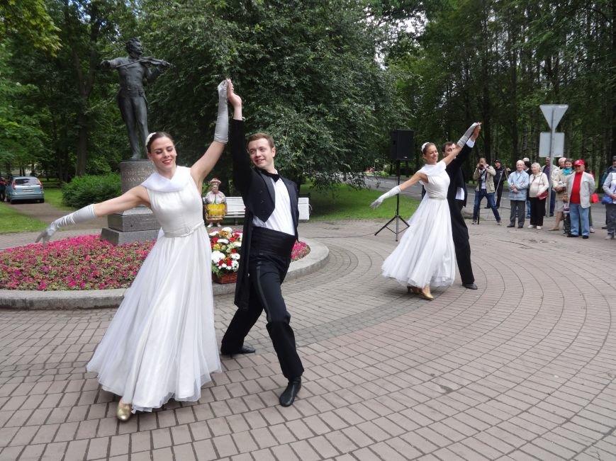 В Павловске состоялась церемония подношения цветов памятнику Штраусу, фото-2