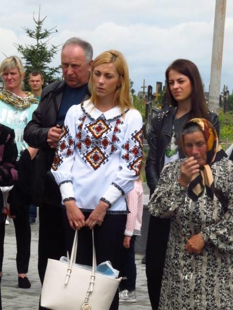 Сьогодні у селі Малехів на могилі загиблого Героя АТО Тараса Дороша відкрили пам'ятник (ФОТО), фото-2