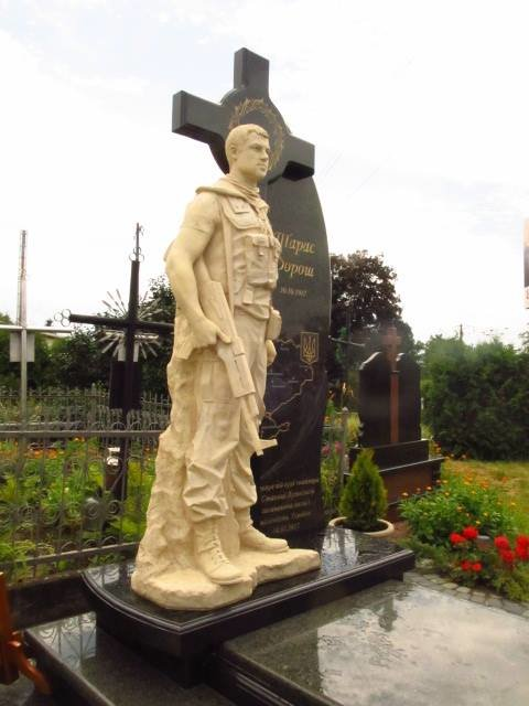Сьогодні у селі Малехів на могилі загиблого Героя АТО Тараса Дороша відкрили пам'ятник (ФОТО), фото-3