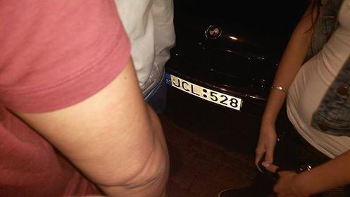"""На Дерибасовской """"туристы"""" давили на БМВ одесских волонтеров (ФОТО), фото-2"""
