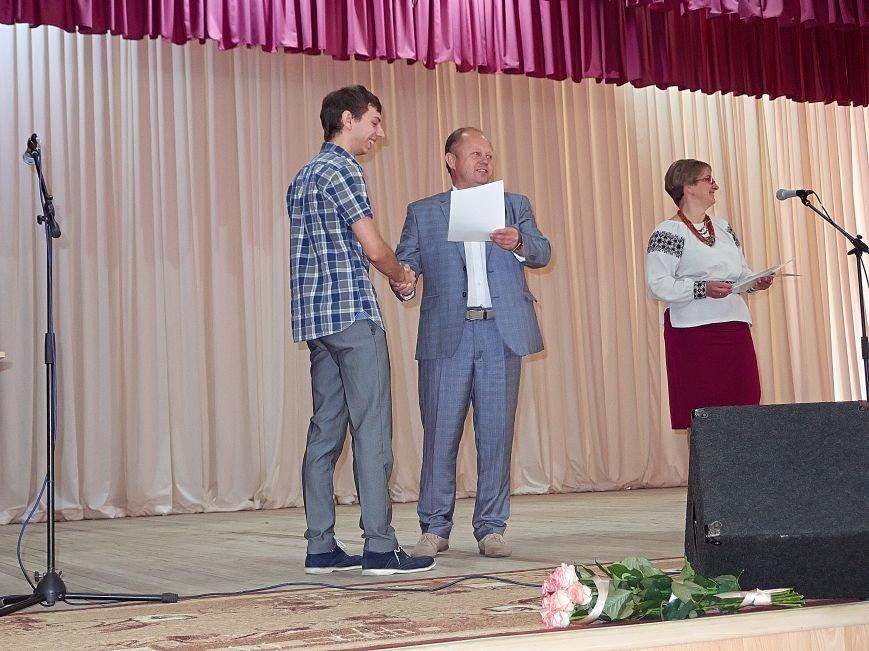 Як випускникам ІнЕУ дипломи вручали. Фото, фото-2