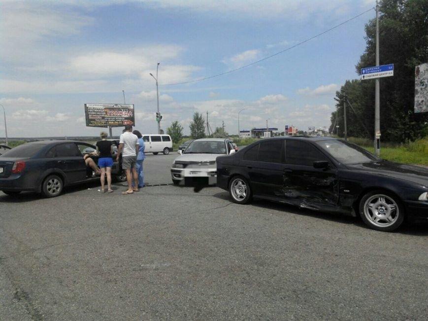 На Окружной дороге столкнулись иномарки: двое пострадавших (ФОТО), фото-2