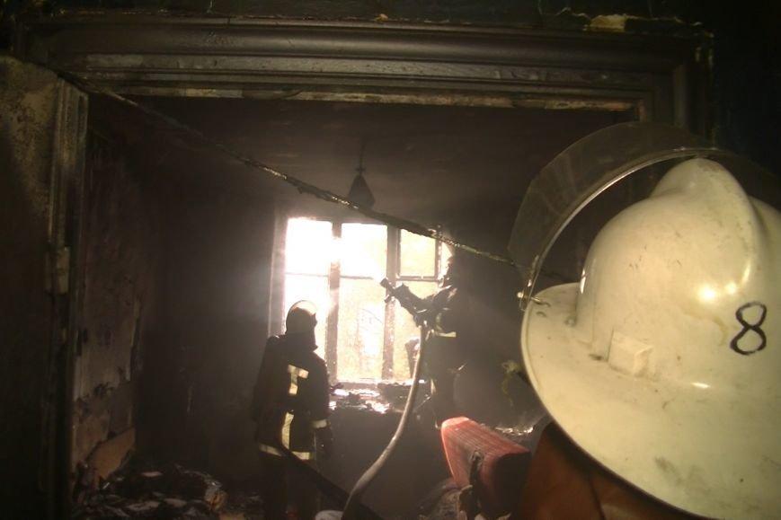 В Харькове горела пятиэтажка: спасатели выводили людей из огня, фото-1