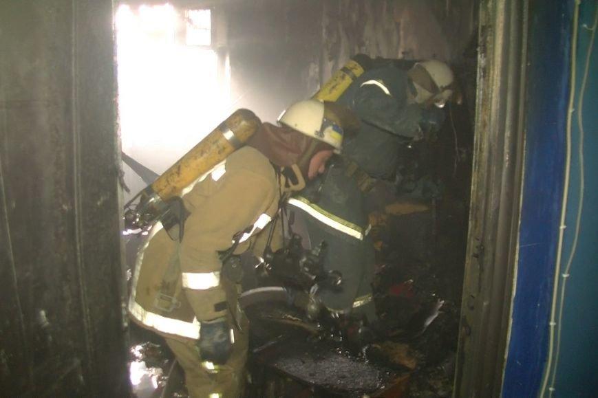 В Харькове горела пятиэтажка: спасатели выводили людей из огня, фото-2