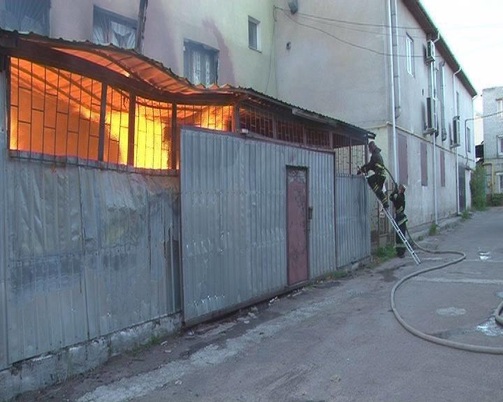 Вранці у Львові виникла пожежа у приміщенні складу, що на вул. Городоцькій (ФОТО+ВІДЕО), фото-3