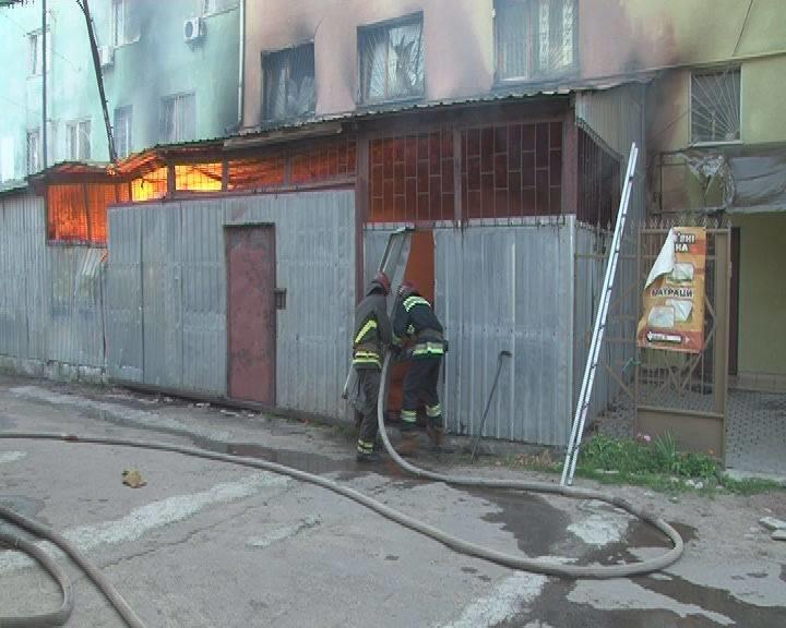 Вранці у Львові виникла пожежа у приміщенні складу, що на вул. Городоцькій (ФОТО+ВІДЕО), фото-2