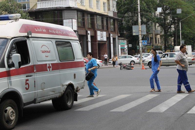 Пьяный мотоциклист врезался в карету скорой помощи в центре Ростова, фото-2
