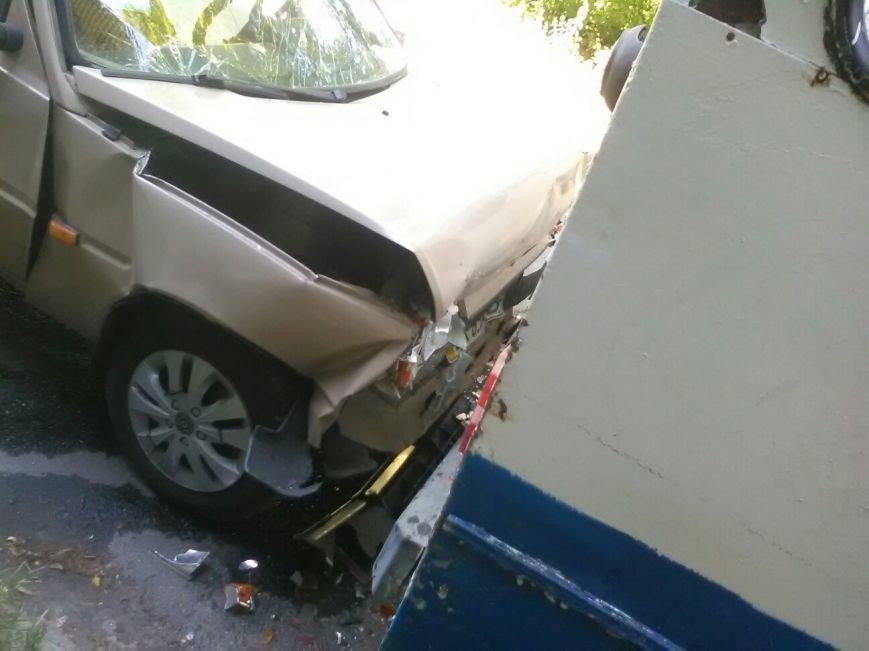 У Тернополі легковий автомобіль врізався у тролейбус (Фото), фото-1