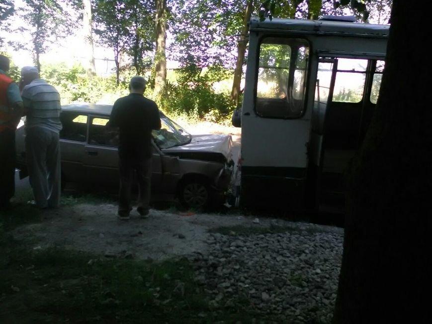У Тернополі легковий автомобіль врізався у тролейбус (Фото), фото-2