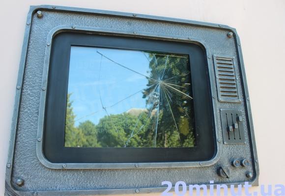 У Тернополі вандали знову понищили пам'ятний знак телеведучому Ігорю Пелиху (Фото), фото-1