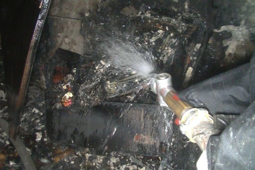 В Харькове спасатели выводили людей из горящего дома (ФОТО), фото-1