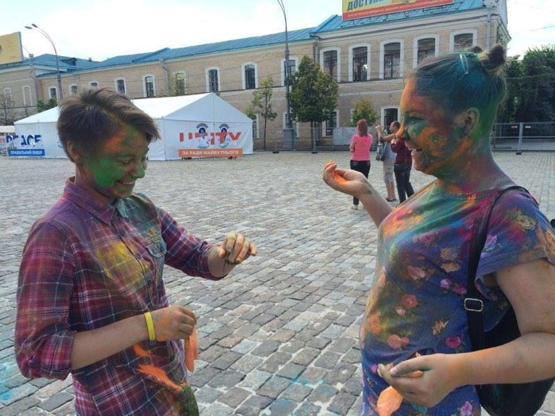 Фрик-парад, необычные свадьбы и тонны красок: на главной площади Харькова прошел яркий фестиваль (ФОТО), фото-2