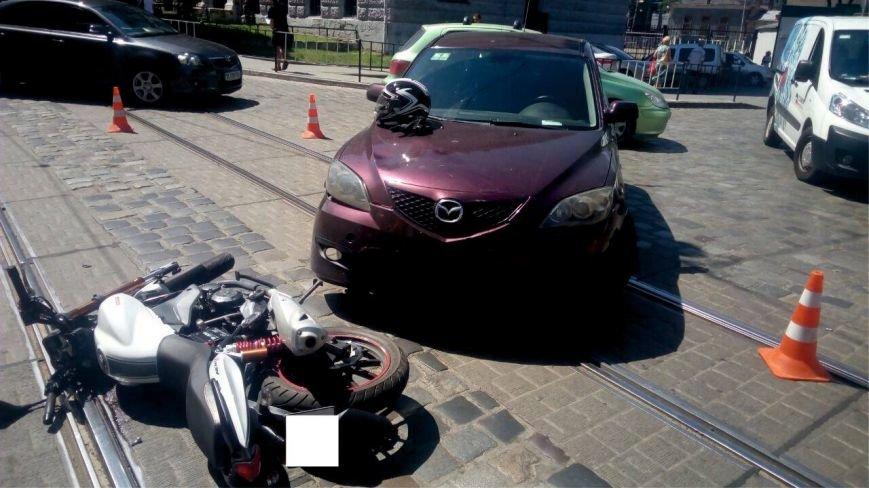 У Львові автомобіль зіштовхнувся із мотоциклістом (ФОТО), фото-1