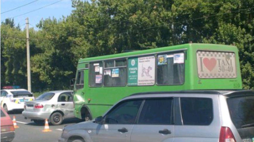 """На Жилярди маршрутный автобус протаранил  """"Lanos"""": ДТП оформили по европротоколу (ФОТО), фото-3"""