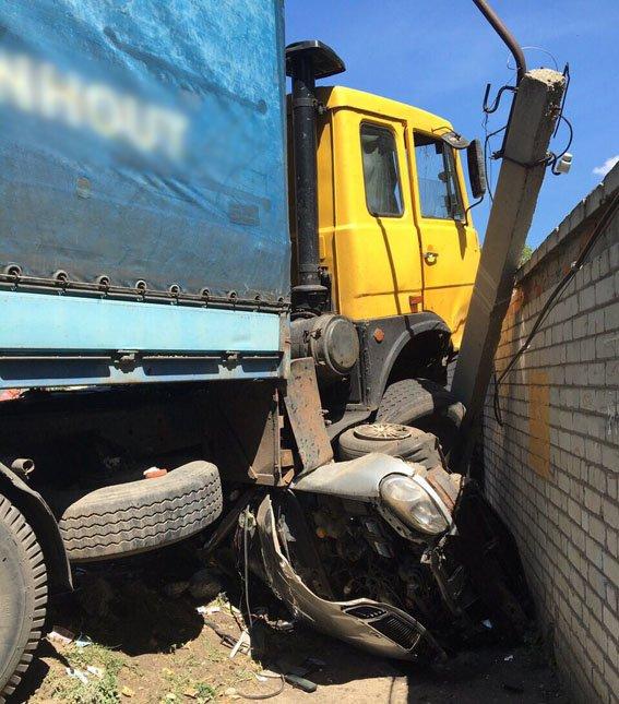 В Бахмуте в результате страшного ДТП пострадало 4 человека, фото-1