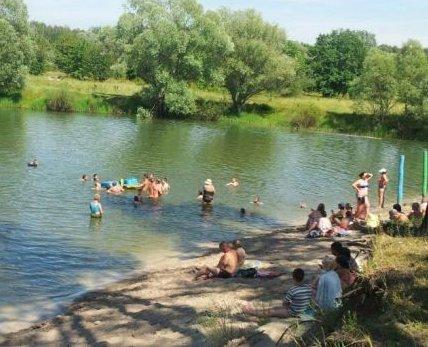 Сьогодні в Таранському посеред озера перекинувся катамаран з маленькими дітками (фото), фото-1