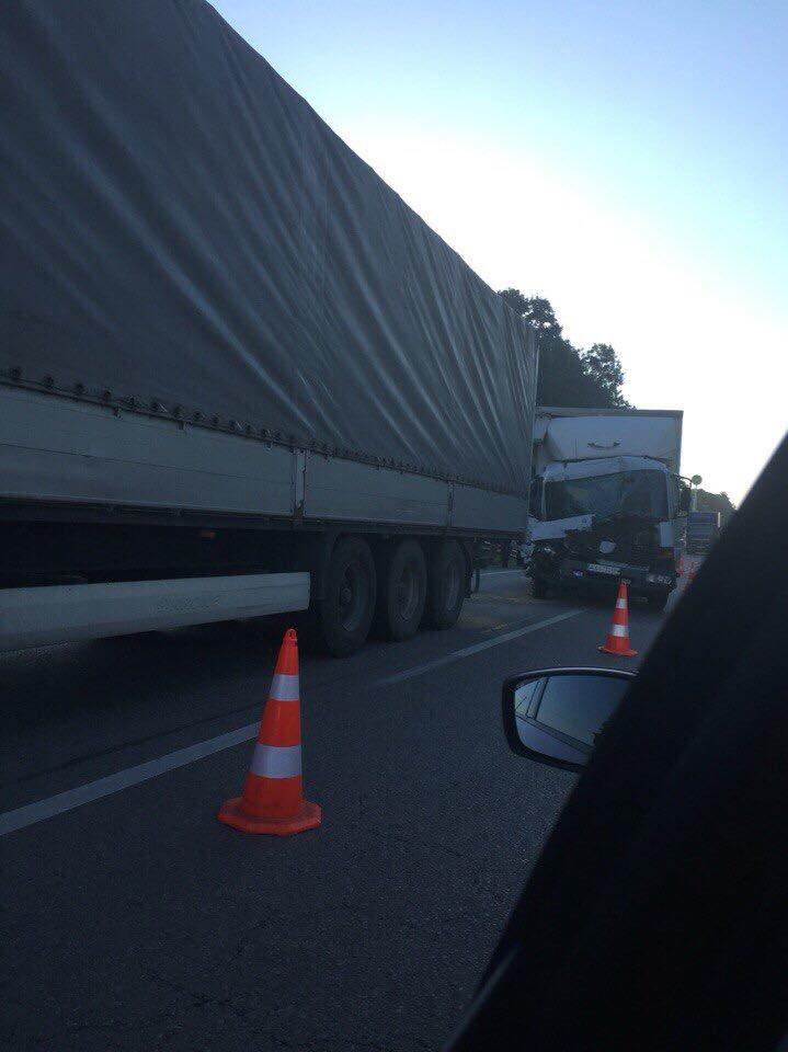 На автодорозі Київ-Чоп зіштовхнулись дві вантажівки (ФОТО), фото-2