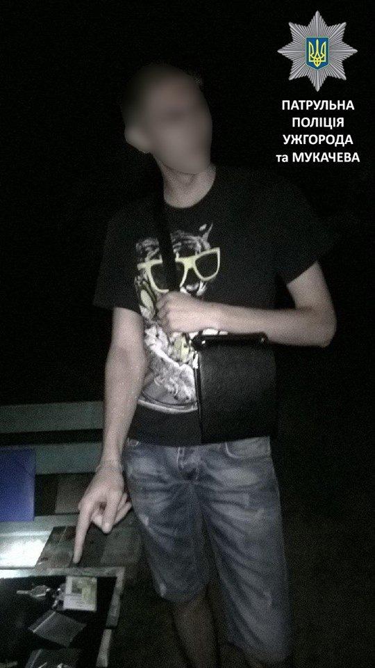 Мукачівські патрульні вночі затримали чоловіка з наркотиками, фото-1