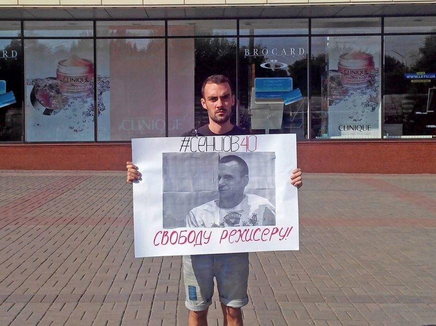 В Запорожье прошел одиночный пикет в поддержку политзаключенного Олега Сенцова, - ФОТОФАКТ, фото-2